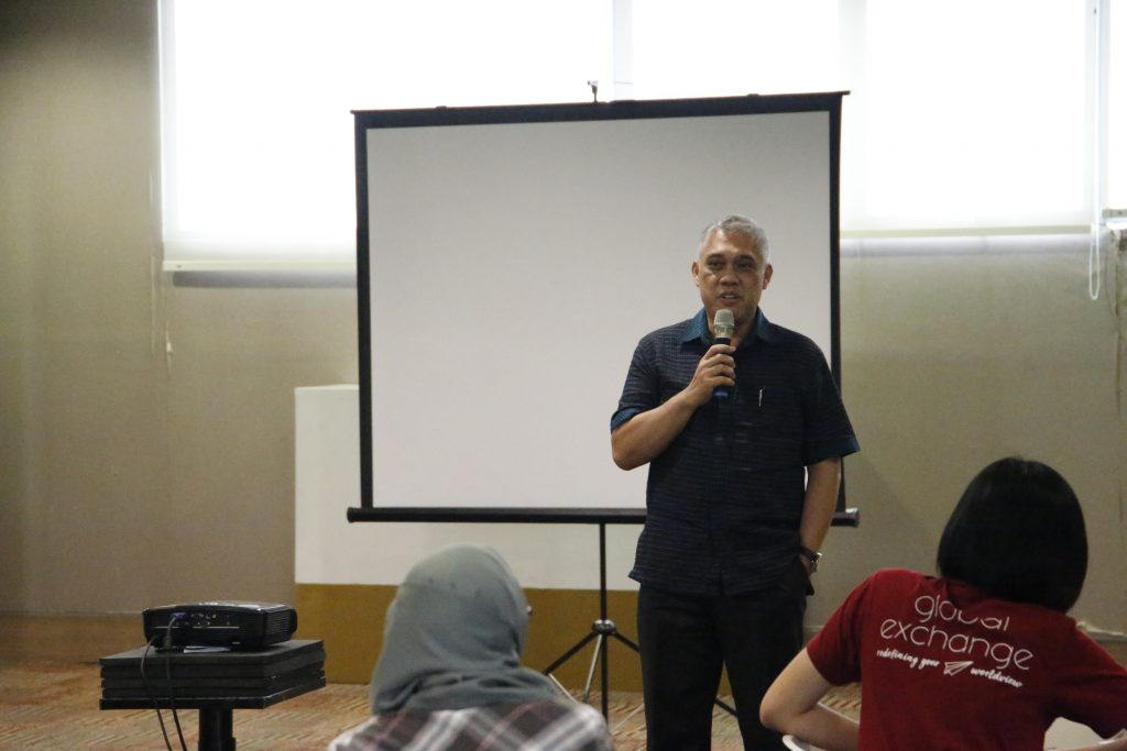 Prof Yudi Membuka program mini exchange